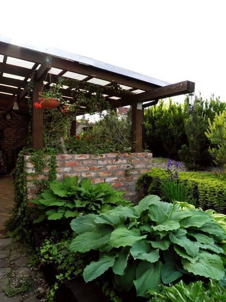 Kompozycja do cienia: styl , w kategorii  zaprojektowany przez Garden Ekspert Studio Architektury Krajobrazu