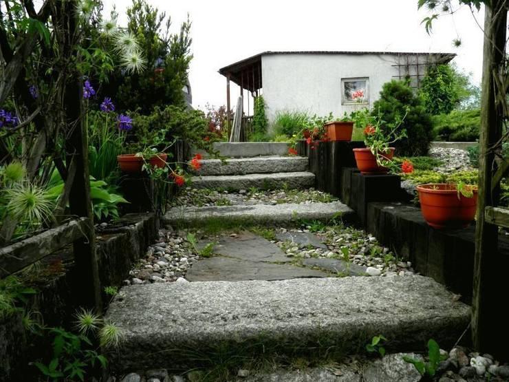Kamienne schody: styl , w kategorii  zaprojektowany przez Garden Ekspert Studio Architektury Krajobrazu