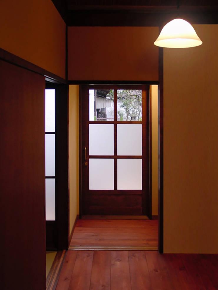 廊下: 一級建築士事務所 ネストデザインが手掛けた和のアイテムです。