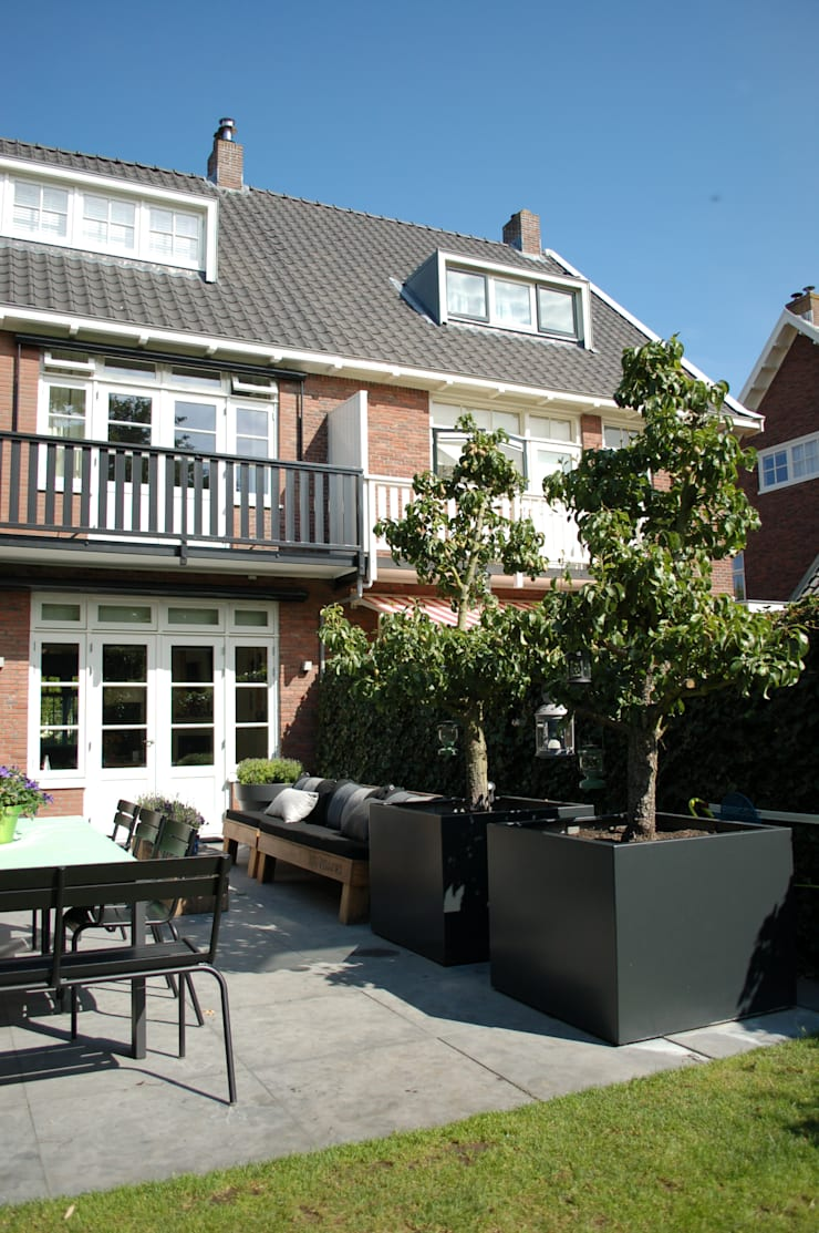 Sfeervolle tuin in Heemstede:  Tuin door Biesot