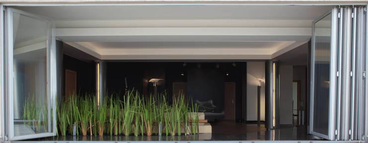 Apartament na dachu: styl , w kategorii Taras zaprojektowany przez Mobile Design Katarzyna Juszczak,Nowoczesny