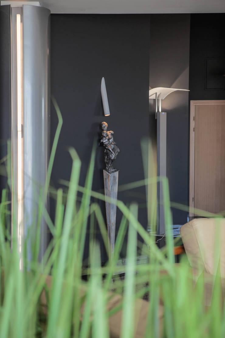 Apartament na dachu: styl , w kategorii Salon zaprojektowany przez Mobile Design Katarzyna Juszczak,Nowoczesny