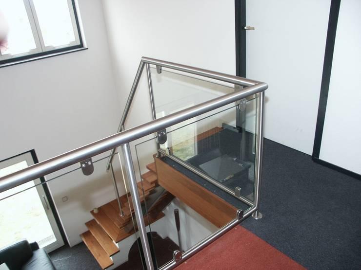 RVS balustrade met glas:  Gang en hal door Kouwenbergh Machinefabriek B.V.