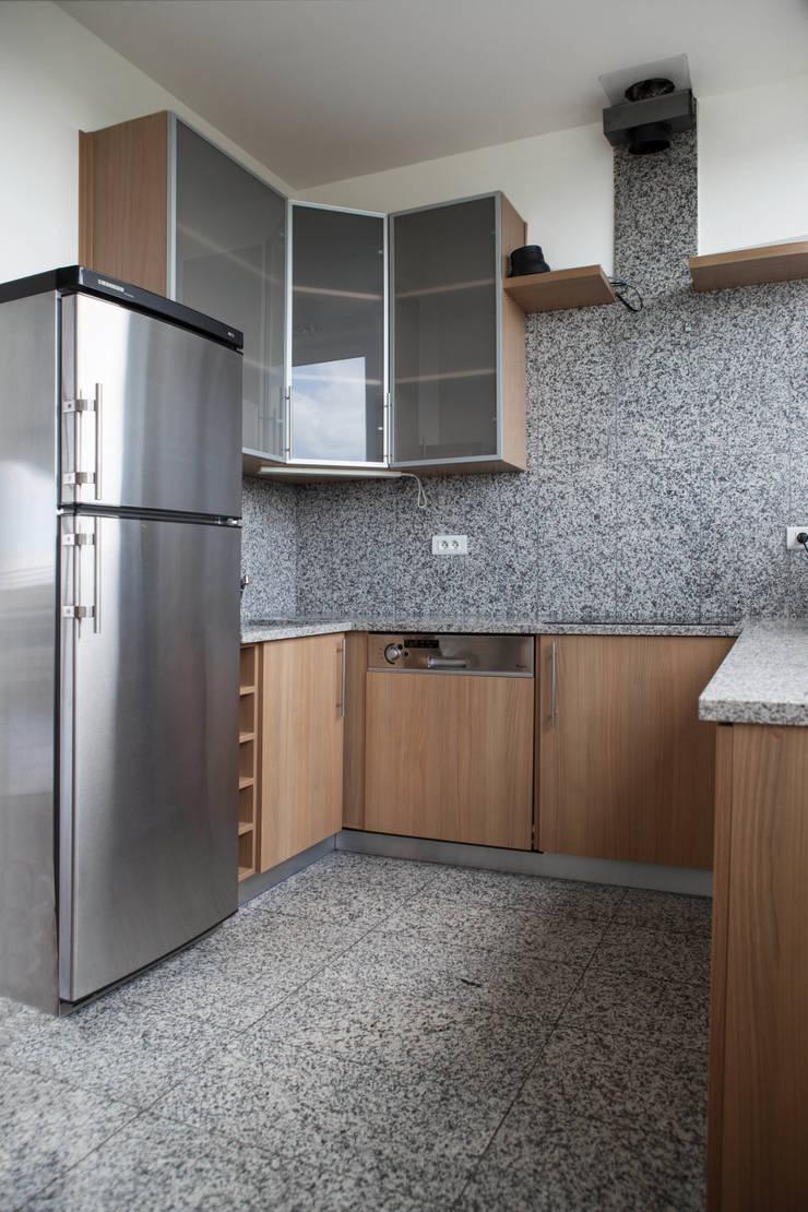 Apartament na dachu: styl , w kategorii Kuchnia zaprojektowany przez Mobile Design Katarzyna Juszczak,Nowoczesny