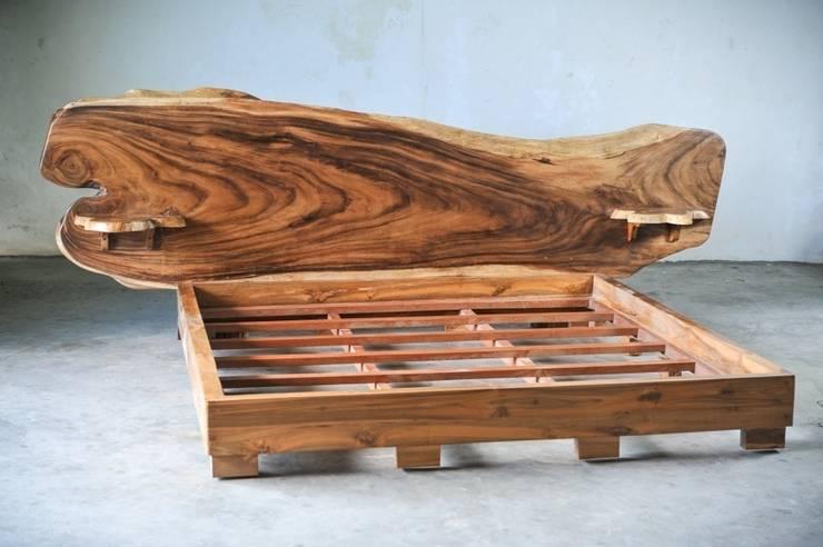 Suar / SLAB BED: Спальная комната  в . Автор – WOODSTONEBALI