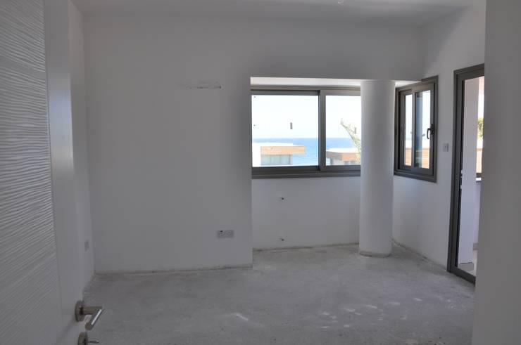 ÖZYALÇIN CONSTRUCTION  – Elizya Villaları:  tarz Evler, Klasik