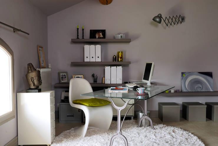 Mas en Provence: Bureau de style de stile Rural par STEPHANIE MESSAGER