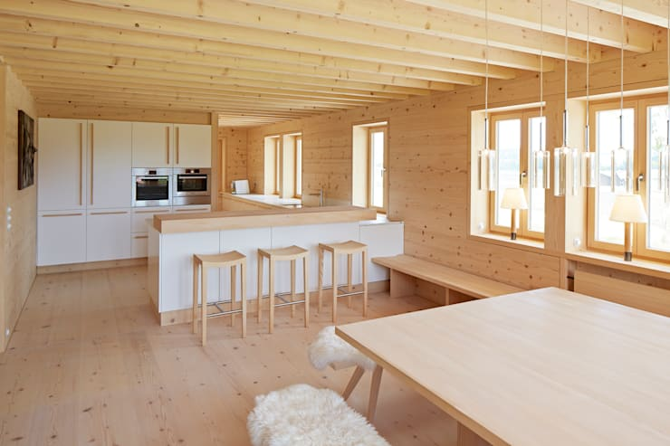 country Kitchen by SilvestrinDesign