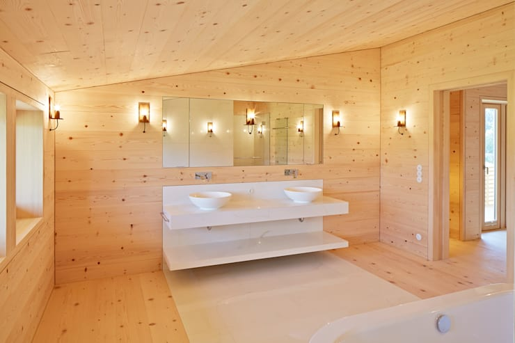country Bathroom by SilvestrinDesign