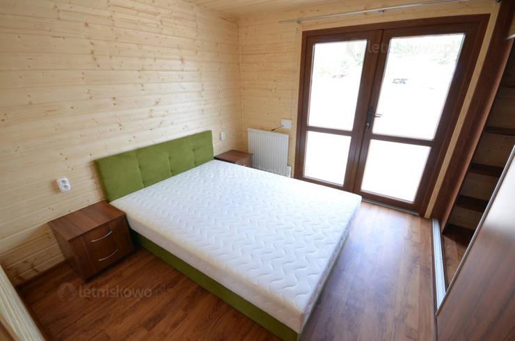 Habitaciones de estilo  por Letniskowo.pl s.c. Jacek Solka, Marek Garkowski