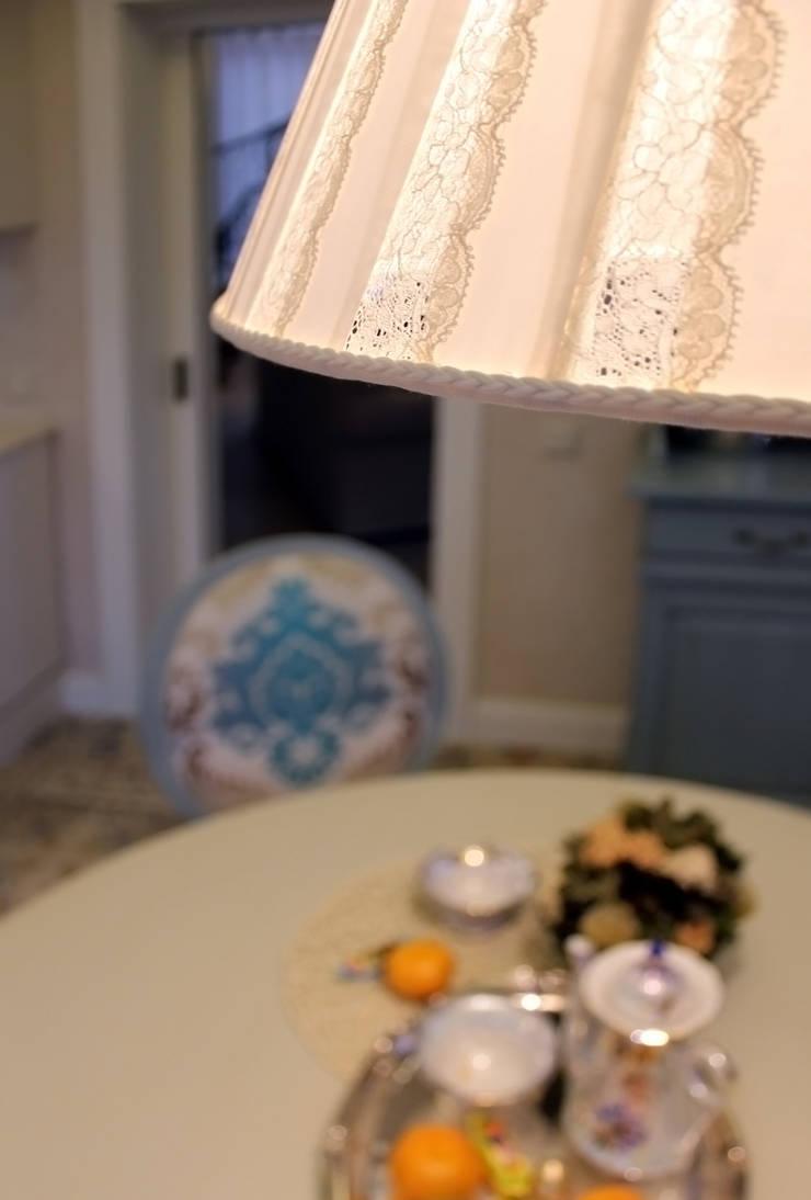 пос. Николина гора, Рублево-Успенское шоссе: Кухни в . Автор – Дизайн-студия интерьера 'ART-B.O.s'