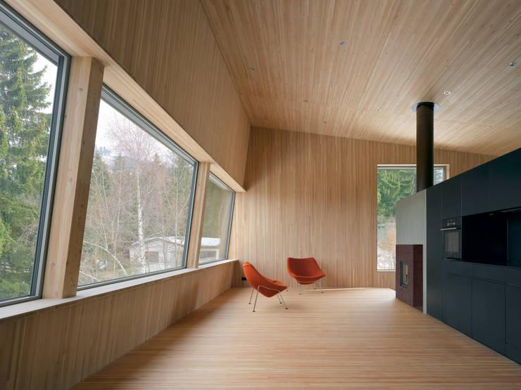 Passivhaus Vogel:  Wohnzimmer von Diethelm & Spillmann