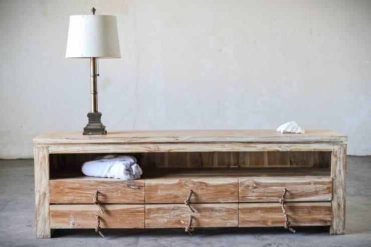 minimalis / CONSOLE: Гостиная в . Автор – WOODSTONEBALI