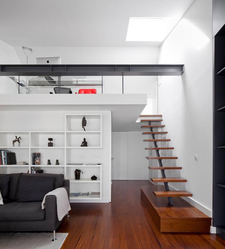 Apartamento na Lapa: Salas de estar  por RRJ Arquitectos