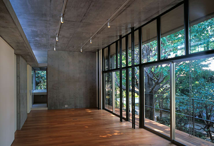 Salas de estilo moderno de HAN環境・建築設計事務所 Moderno