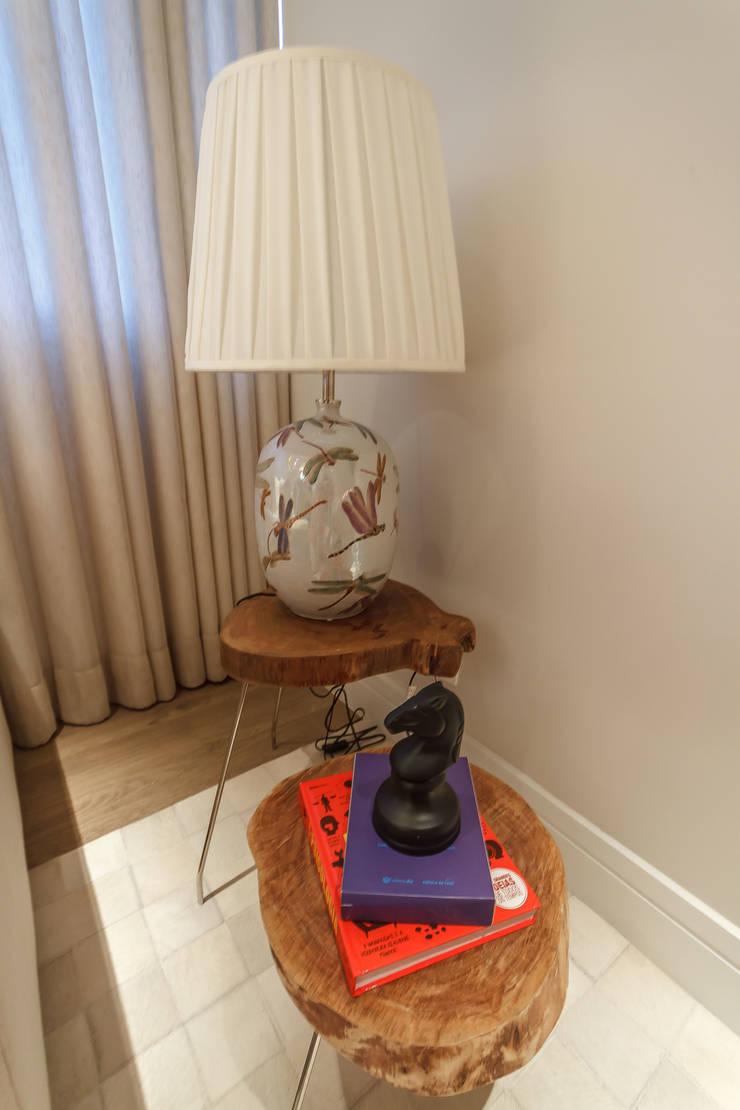Apartamento em Belo Horizonte: Sala de estar  por Lívia Bonfim Designer de Interiores,