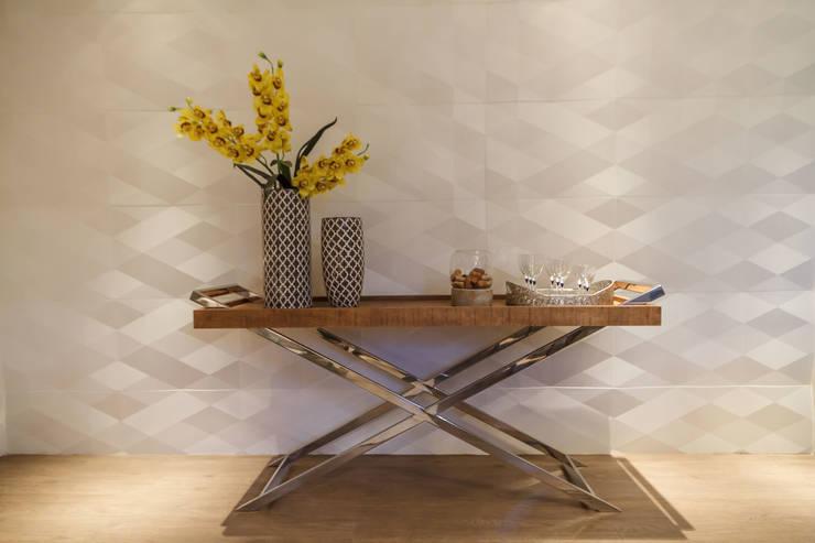 Apartamento em Belo Horizonte: Sala de jantar  por Lívia Bonfim Designer de Interiores,