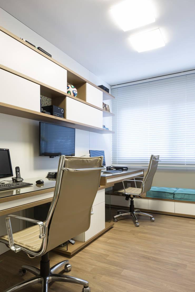 HOME OFFICE 01: Escritórios  por Pura!Arquitetura