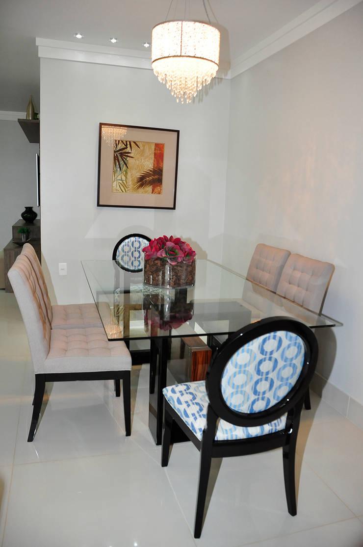 Apartamento em Machacalis 1: Salas de jantar  por Lívia Bonfim Designer de Interiores,