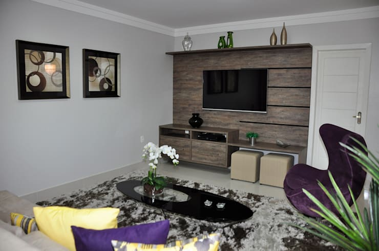 Apartamento em Machacalis 1: Salas multimídia  por Lívia Bonfim Designer de Interiores,
