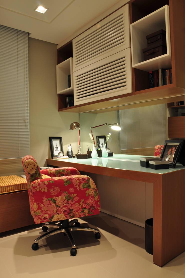 HOME OFFICE 02: Escritórios  por Pura!Arquitetura