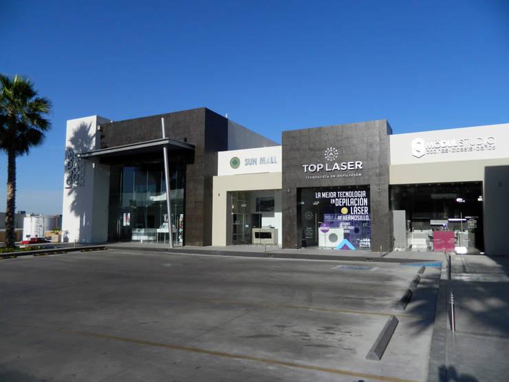 Vista de Fachada principal: Espacios comerciales de estilo  por Acrópolis Arquitectura