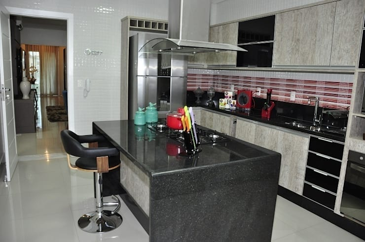Apartamento Machacalis 2: Cozinhas  por Lívia Bonfim Designer de Interiores