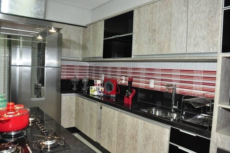 Apartamento Machacalis 2: Cozinhas modernas por Lívia Bonfim Designer de Interiores
