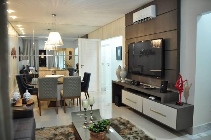 Apartamento Machacalis 2: Salas multimídia modernas por Lívia Bonfim Designer de Interiores