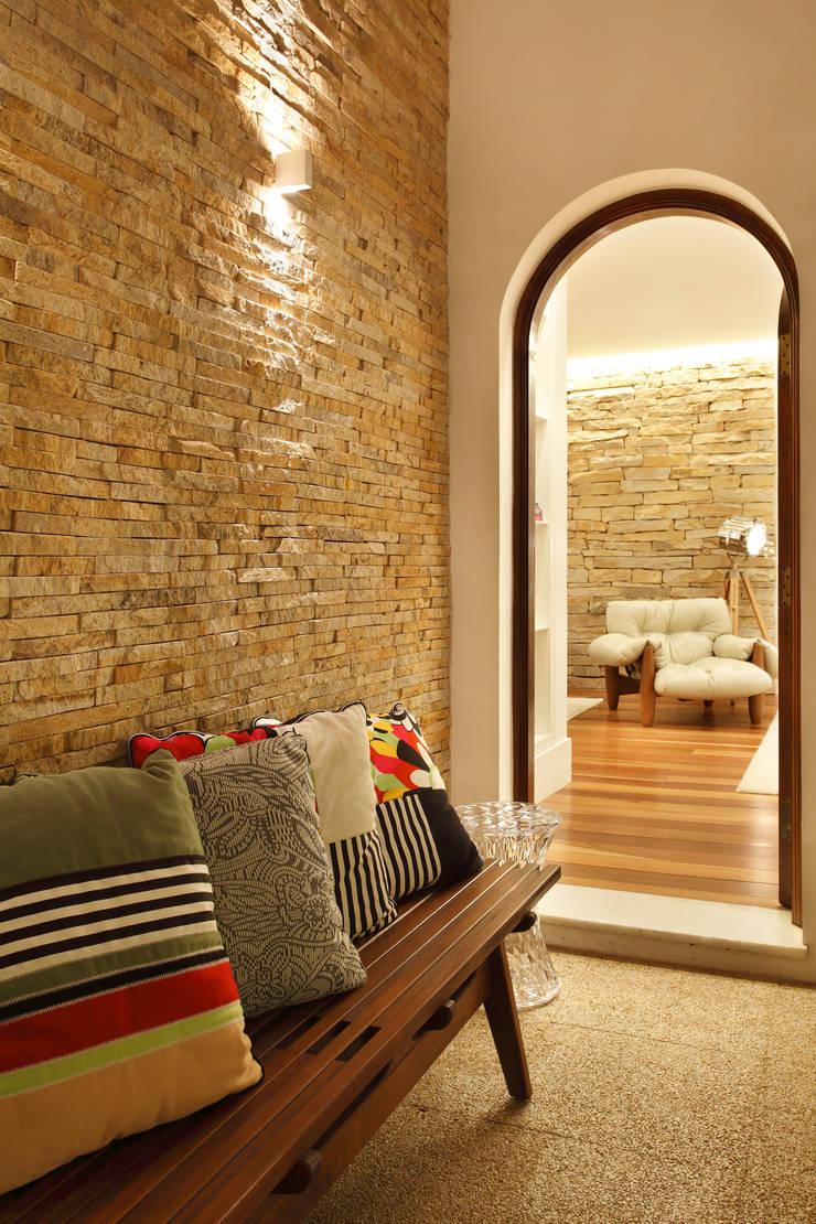 Casa 21: Terraços  por Estúdio Barino   Interiores