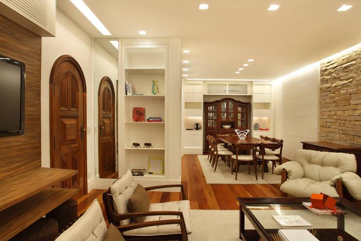 Casa 21: Salas de estar modernas por Estúdio Barino | Interiores