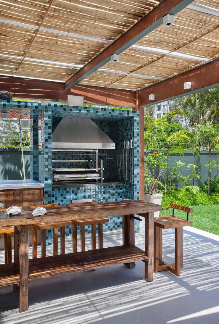 Casa 35: Terraços  por Estúdio Barino | Interiores