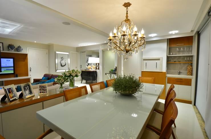 Sala de Jantar: Salas de jantar modernas por Stúdio Márcio Verza