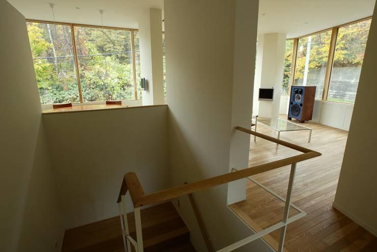 2階廊下: キタウラ設計室が手掛けた廊下 & 玄関です。
