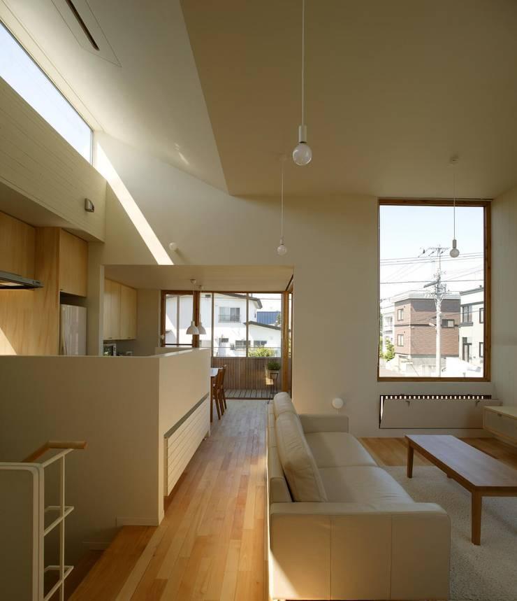 居間、台所1: キタウラ設計室が手掛けたリビングです。