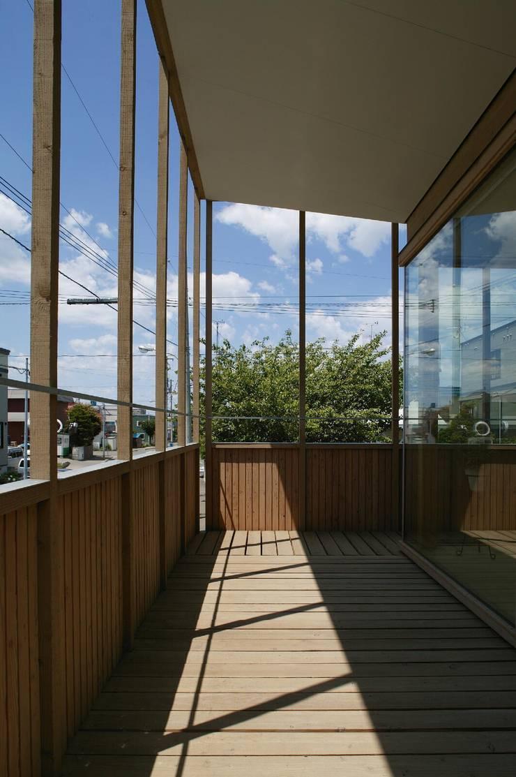 2階バルコニー1: キタウラ設計室が手掛けたテラス・ベランダです。