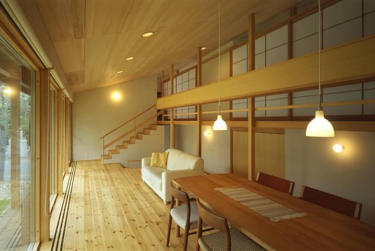 居間: キタウラ設計室が手掛けたリビングです。