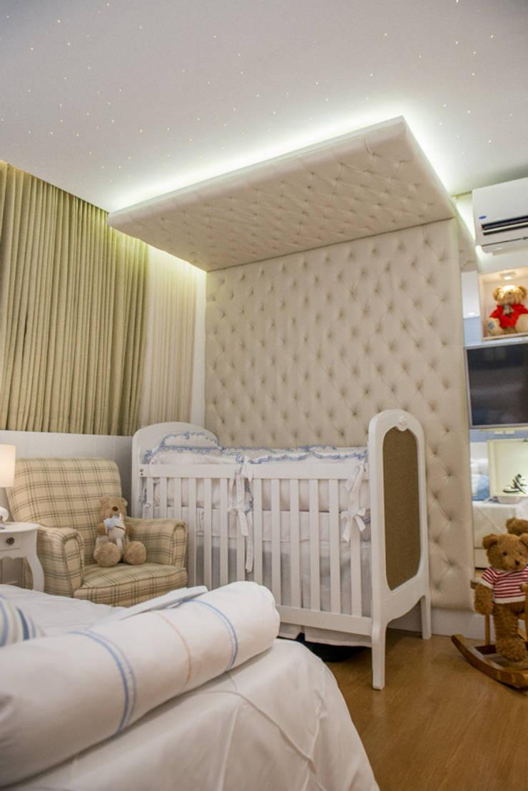 Quarto de Bebê: Quarto infantil  por LM Arquitetura