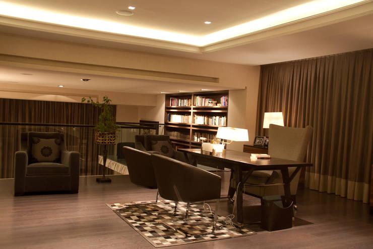 Residencia  Vertientes: Estudios y oficinas de estilo  por Iluminarq
