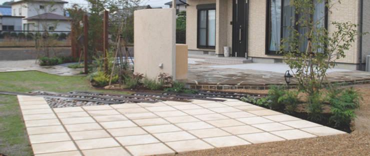 人が集う庭: 蒼築舎株式会社が手掛けた庭です。