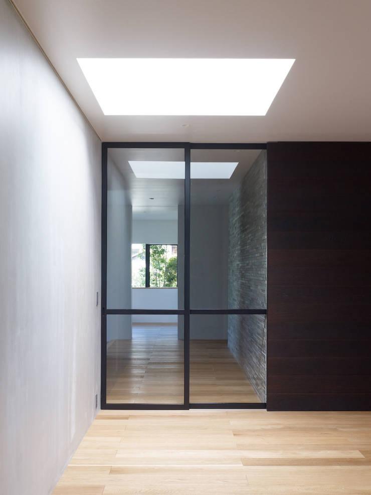 Corredores, halls e escadas modernos por ピコグラム建築設計事務所 Moderno