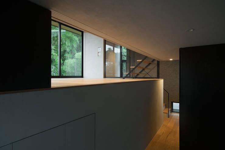 自然素材のいえ: ピコグラム建築設計事務所が手掛けた寝室です。