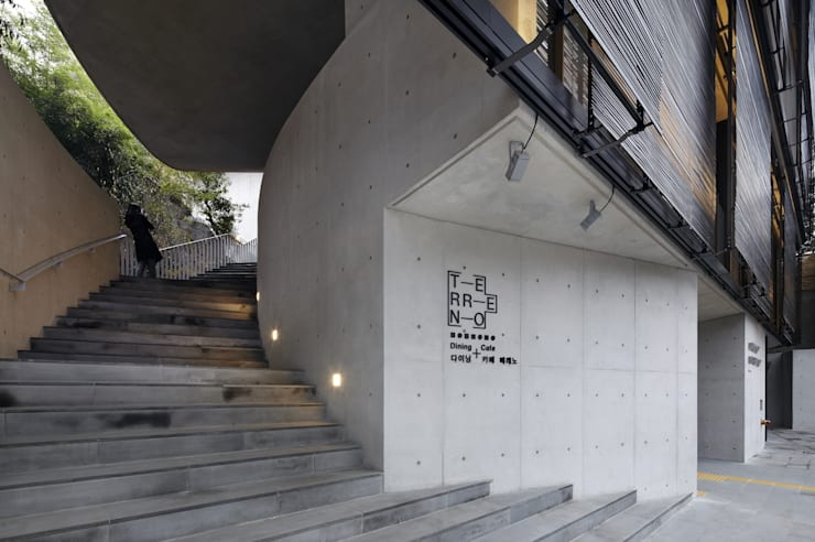 Stair: WISE Architecture의  복도 & 현관,모던