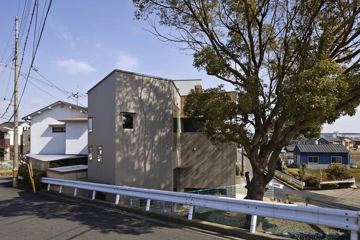 南西道路側から見る オリジナルな 家 の 宮武淳夫建築+アルファ設計 オリジナル