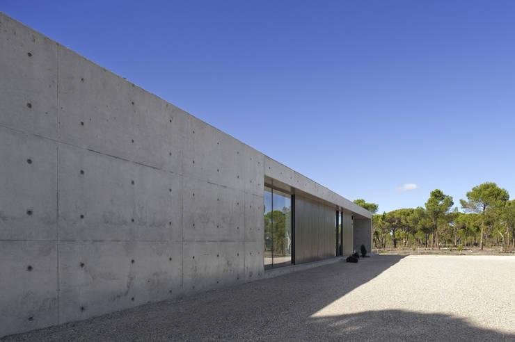 Casa na Comporta: Casas  por RRJ Arquitectos