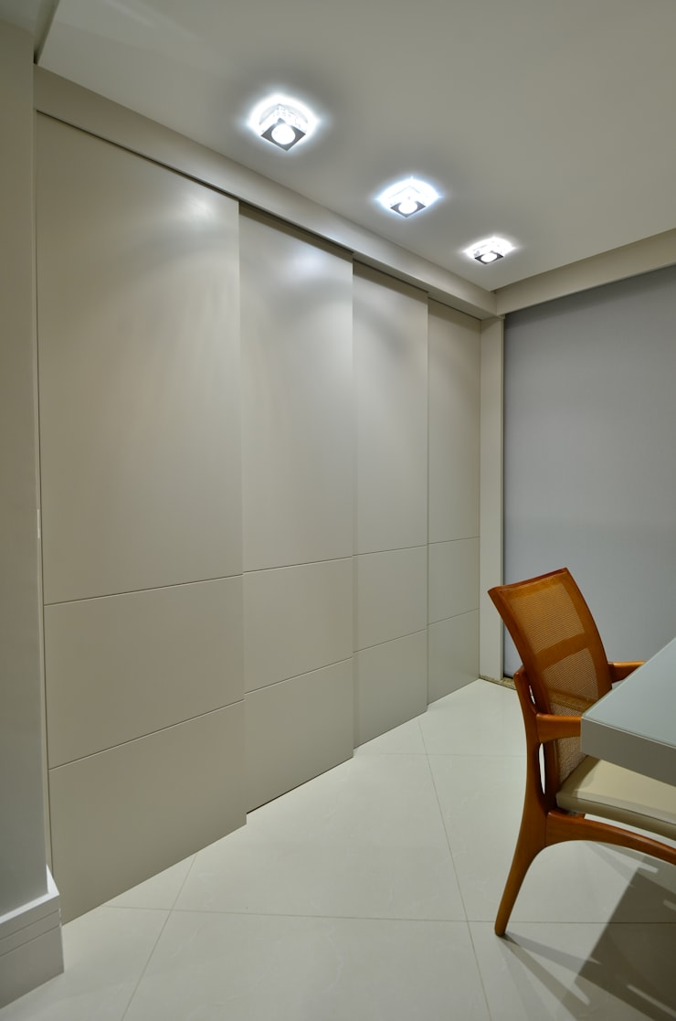 Churrasqueira fechada: Salas de jantar modernas por Stúdio Márcio Verza