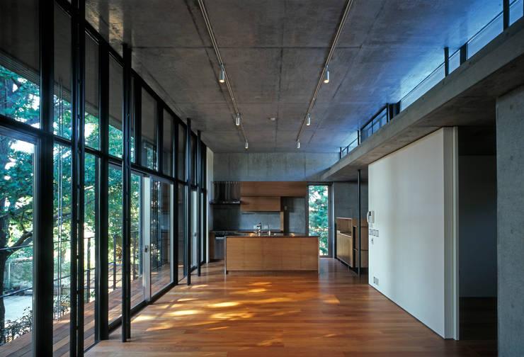 Projekty,  Salon zaprojektowane przez HAN環境・建築設計事務所