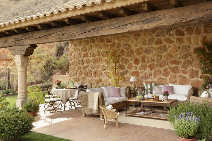 Balcon, Veranda & Terrasse de style  par CONSOLIDACIONES Y CONTRATAS S.L