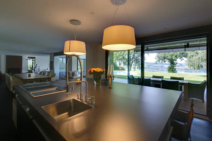 ZEITGEIST: moderne Küche von Hunkeler Partner Architekten AG