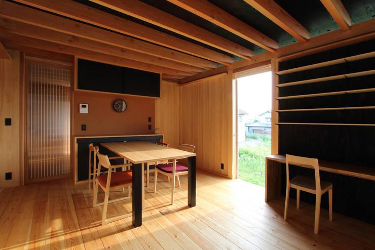 軒家/NOKIYA: 株式会社濱田昌範建築設計事務所が手掛けたダイニングです。